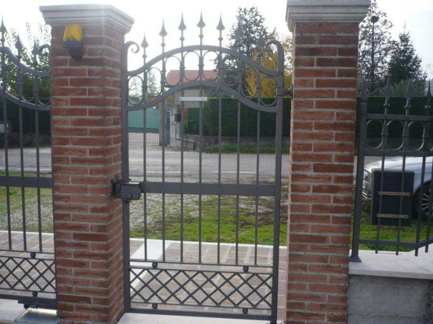Cancello pedonale in ferro a roma - Cancelletto in ferro battuto ...